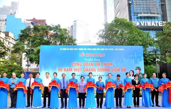 Khai mạc triển lãm 'Công đoàn Việt Nam – 90 năm một chặng đường lịch sử' ảnh 2