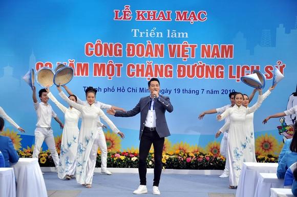 Khai mạc triển lãm 'Công đoàn Việt Nam – 90 năm một chặng đường lịch sử' ảnh 3