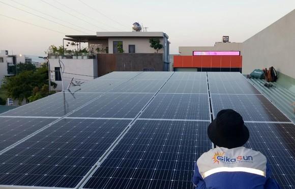 Đà Nẵng: Hộ gia đình lắp hệ thống điện mặt trời áp mái để giảm tiền điện ảnh 2