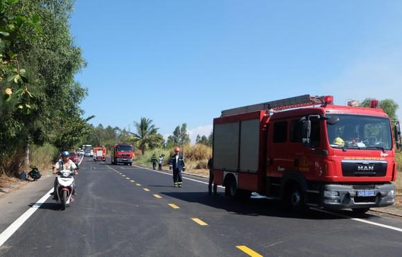 Kịp thời dập tắt đám cháy lớn trên bán đảo Sơn Trà giữa trưa ảnh 1