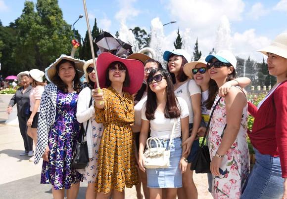 Đà Lạt: Du khách chen chân đi nghỉ mát ảnh 6