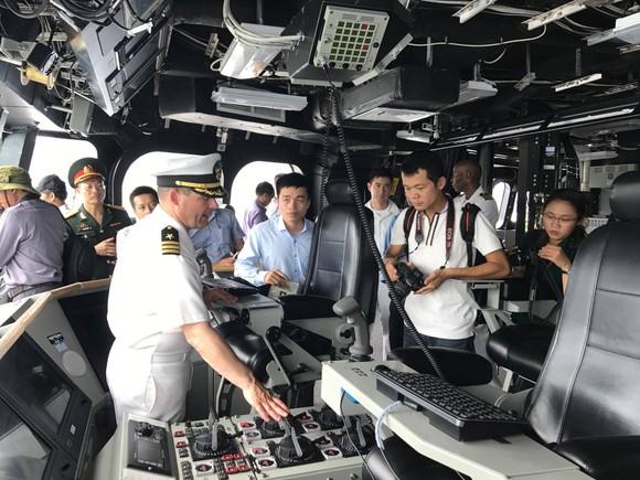 Hai tàu hải quân Hoa Kỳ cập Cảng quốc tế Cam Ranh ảnh 3