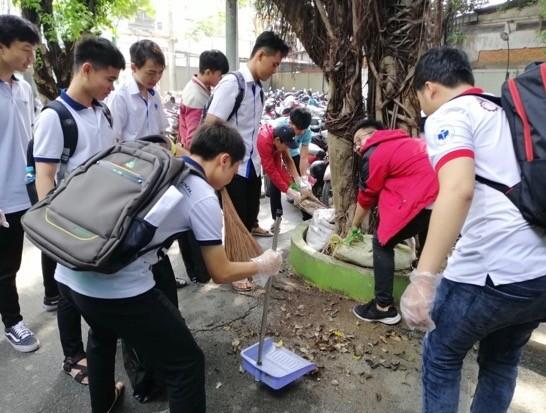 Gần 1.000 sinh viên hưởng ứng chương trình nói không với ly, ống hút nhựa  ảnh 3