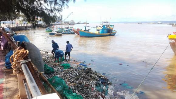 Sông Cà Ty chảy qua thành phố biển thơ mộng bị ô nhiễm nghiêm trọng ảnh 3