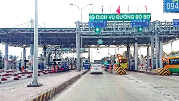After facing severely public objection, Cai Lay BOT tollbooth has halted operation since August 14 to wait for decision from the Ministry of Transport (Photo: SGGP)