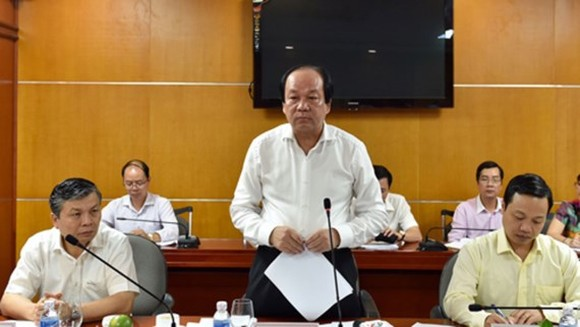 Minister Mai Tien Dung states at the working session (Photo: VGP)