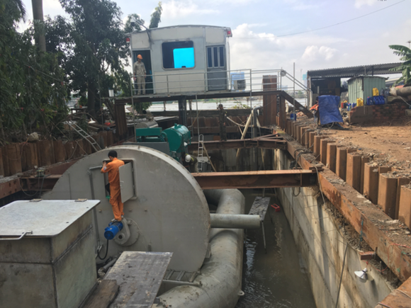 The pumping system in Nguyen  Huu Canh street (Photo: SGGP)