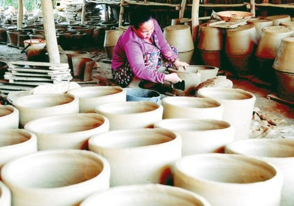 The clay pot trade village in Hon Dat town, Kien Giang province has existed and developed for over a century (Photo: SGGP)