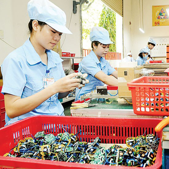 Electronic component assembly at a domestic firm (Photo: SGGP)