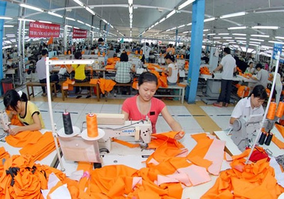 Suit making for export at Nha Be Garment Company (Photo: SGGP)