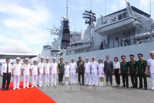 The Royal Malaysian Navy delegation welcomed at Ho Chi Minh City port (Source: VNA)