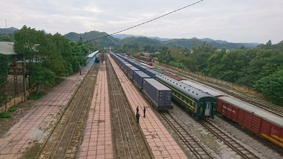 The first container train connecting Vietnam and China (Photo: VNR)