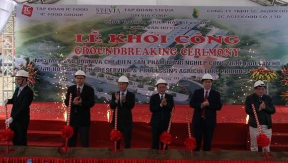 At the ground-breaking ceremony of the plant (Source: VNA)