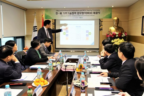 Discussion during the GTC-K & CRUS MoU Signing Ceremony at the Embassy of the Socialist Republic of Vietnam to the Republic of Korea in Seoul (Photo: GTC-K)