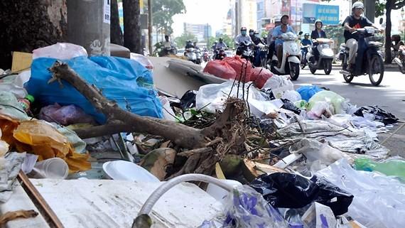 Garbage in Hung Vuong street, District 5, HCMC (Photo: SGGP)
