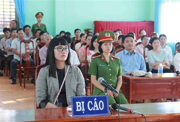 Huynh Thuc Vy sentenced to 2 years and 9 months in prison for insulting the national flag (Source: VNA)