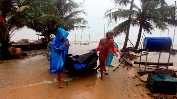 Tropical Storm Pabuk hits southern Thailand's east coast