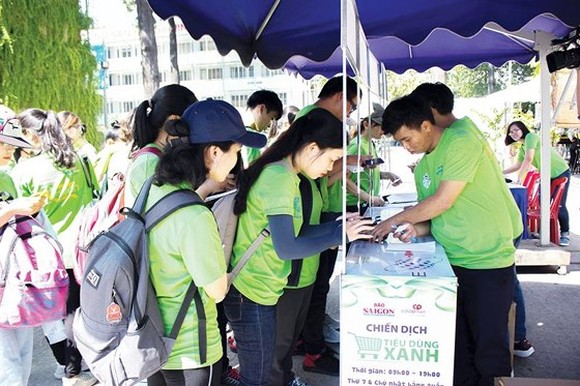 Activists at the launching ceremony of the 10th Green Consumption Campaign launched in HCMC on June 1, 2019 (Photo: SGGP)