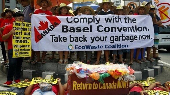 A protest in the Philippines calls on Canada to repatriate its waste. (Photo: Al Jazeera)