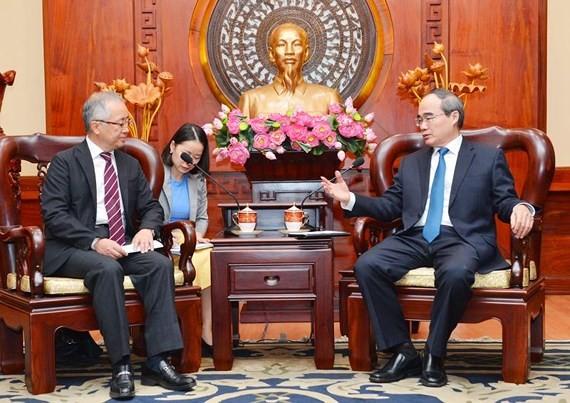 HCMC Party Leader Nguyen Thien Nhan ( R) receives  Mr. Yasushi Tanaka on June 27