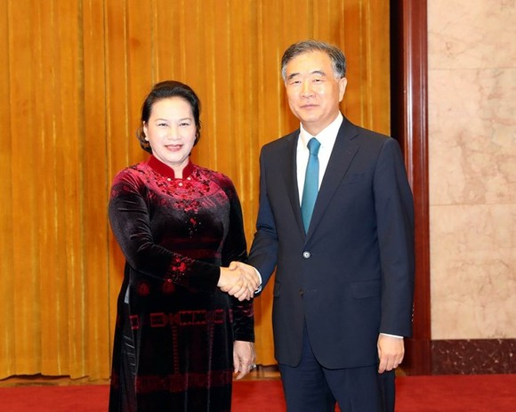 National Assembly Chairwoman Nguyen Thi Kim Ngan (L) meets with Chairman of the Chinese People's Political Consultative Conference Wang Yang in Beijing on July 12 (Photo: VNA)