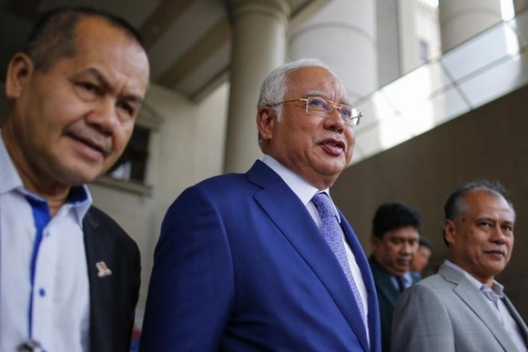 Najib (centre) is now facing dozens of charges for corruption, misappropriation of funds and abuse of power linked to the 1MDB.(Photo: EPA-EFE)