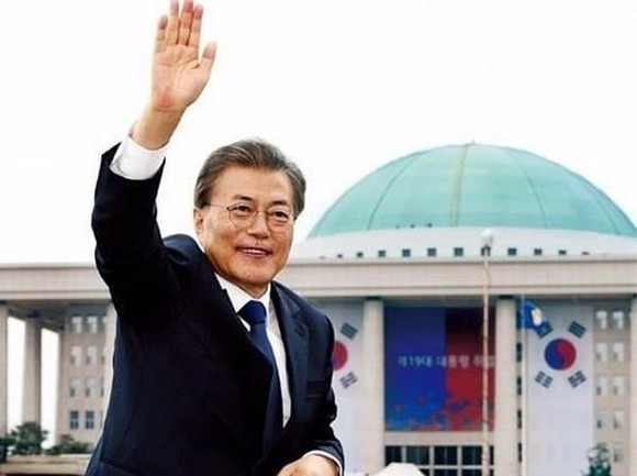 President of the Republic of Korea (RoK) Moon Jae-in arrived in Bangkok on September 2, becoming the first leader of the RoK to visit the Southeast Asian nation in seven years. (Photo: AP)