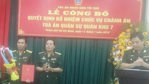 Trung tướng Nguyễn Văn Hạnh trao quyết định bổ nhiệm cho trung tá Trần Giang Nam