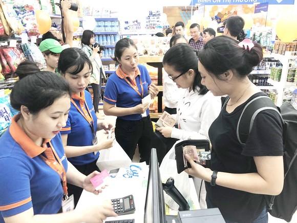 Siêu thị ảo giúp người dùng dễ dàng mua sắm  mà không cần phải xếp hàng tính tiền