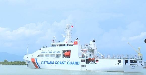Hỗ trợ bệnh nhân huyện đảo Phú Quý chuyển viện trong đêm