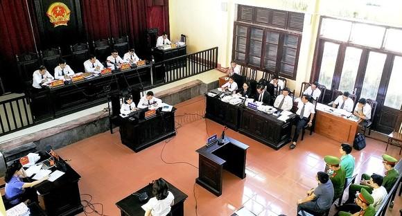 Bất ngờ với tình tiết mới, VKS đề nghị trả hồ sơ điều tra bổ sung vụ án chạy thận ở Hòa Bình ảnh 2