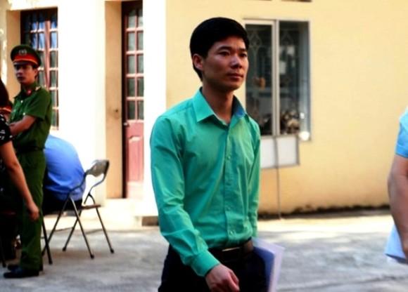Vì sao bác sĩ Hoàng Công Lương bất ngờ xin được xử vắng mặt? ảnh 1