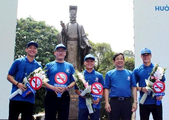 Quang Hải, Văn Hậu kêu gọi từ bỏ thuốc lá, còn Bùi Tiến Dũng thì sao? ảnh 1