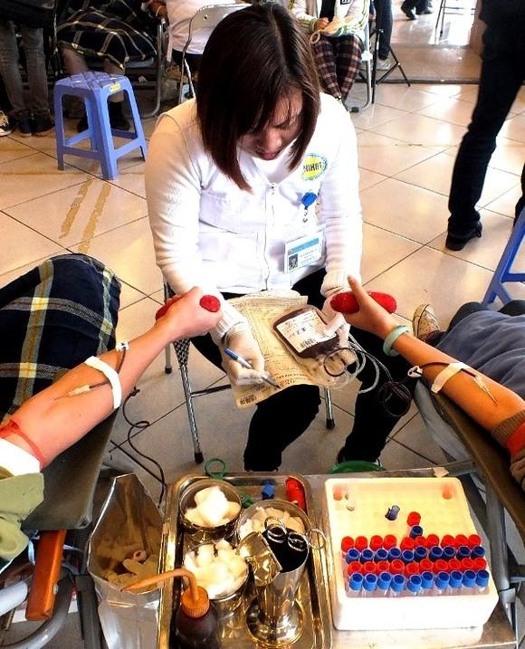 Hơn 98% lượng máu thu được ở Việt Nam từ người tình nguyện ảnh 1
