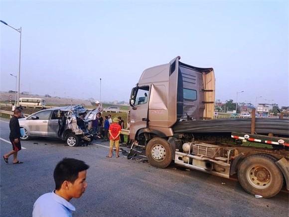 Tài xế xe container tông xe Innova đi lùi ở cao tốc vẫn bị quy tội ảnh 1