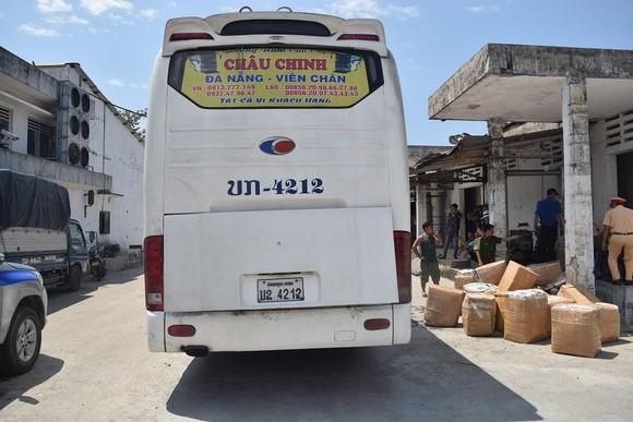 Phát hiện ô tô biển số Lào chở 1,6 tấn nội tạng không rõ nguồn gốc ảnh 1