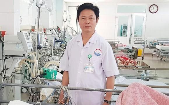 Thủ tướng tặng Bằng khen bác sĩ dùng bia cứu sống bệnh nhân bị ngộ độc rượu  ảnh 1
