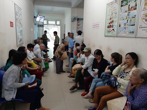 Hơn 1.500 bệnh nhân nghèo được khám và chữa bệnh về mắt miễn phí ảnh 2