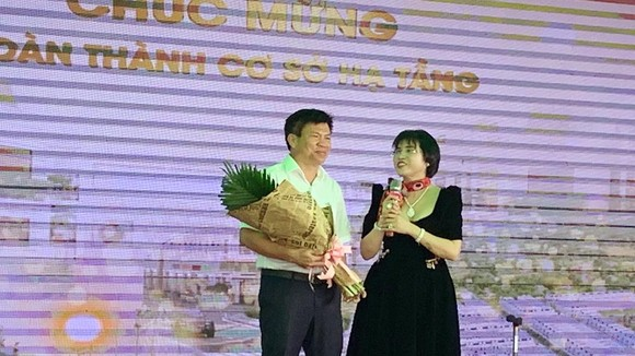 Bất động sản Phú Hồng Thịnh tổ chức lễ bàn giao sổ hồng sớm cho khách hàng tại hai dự án Phú Hồng Lộc, Phú Hồng Phát