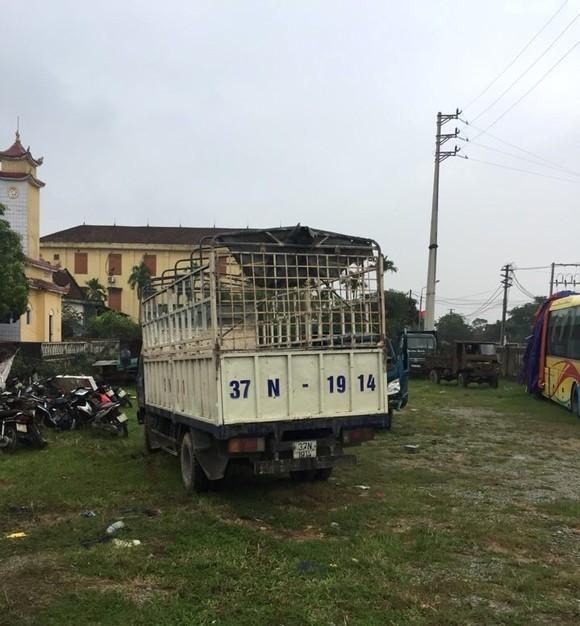 Thuê xe ô tô tải đi bắt trộm 8 con trâu ảnh 1