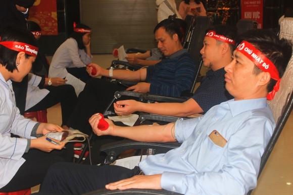 Hàng ngàn người tham gia hiến máu tình nguyện ở Hà Tĩnh ảnh 4