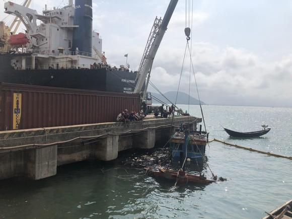 Hai tàu cá của ngư dân bị chìm ở khu vực cảng biển Vũng Áng ảnh 2