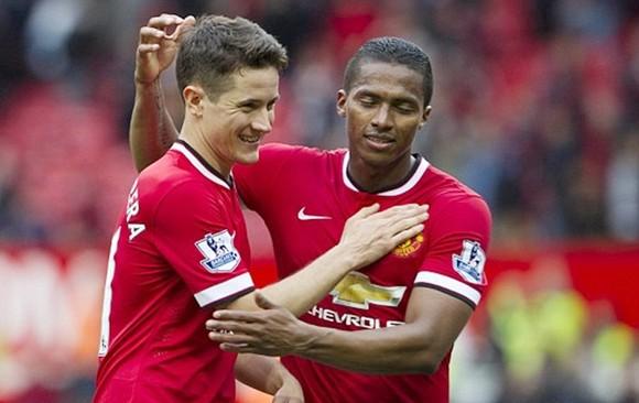 Ander Herrera và Antonio Valencia là 2 cái tên quan trọng đầu tiên chính thức rời Man.United. Ảnh: Getty Images