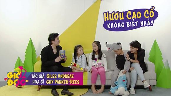 Thanh Bùi và Thùy Minh trong chương trình Giờ đọc trên HTV3