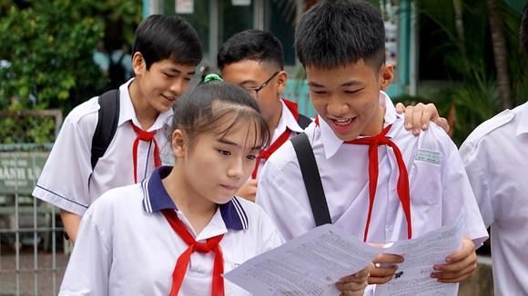 Thí sinh tại điểm thi Trường THCS Chánh Hưng (quận 8) sau bài thi môn Toán, sáng 3-6-2018. Ảnh: HOÀNG HÙNG