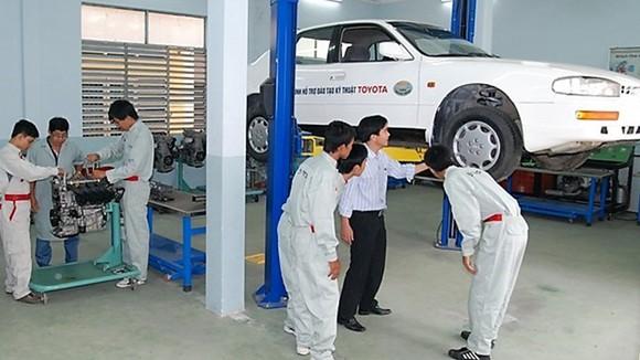 Sinh viên Trường CĐ Kỹ thuật Cao Thắng trong giờ thực hành