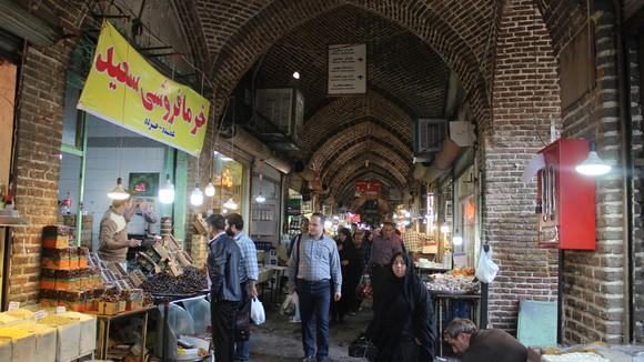 Trong lòng chợ Tabriz