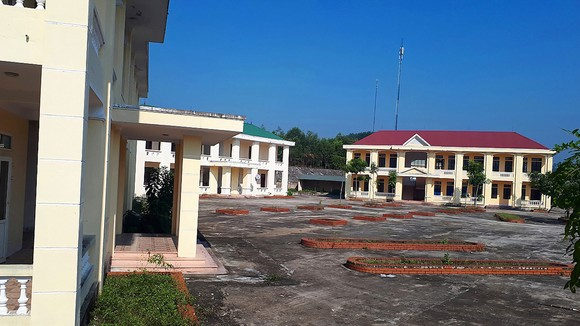Cơ sở Trường THCS Hương Quang bỏ hoang không sử dụng  trong nhiều năm