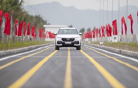 VinFast hoàn thành sản xuất thử nghiệm chiếc LUX SUV đầu tiên ảnh 2