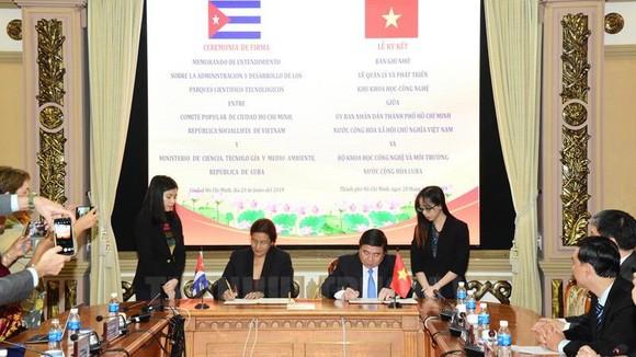Lễ ký kết giữa UBND TPHCM cùng Bộ Khoa học, Công nghệ và Môi trường Cuba